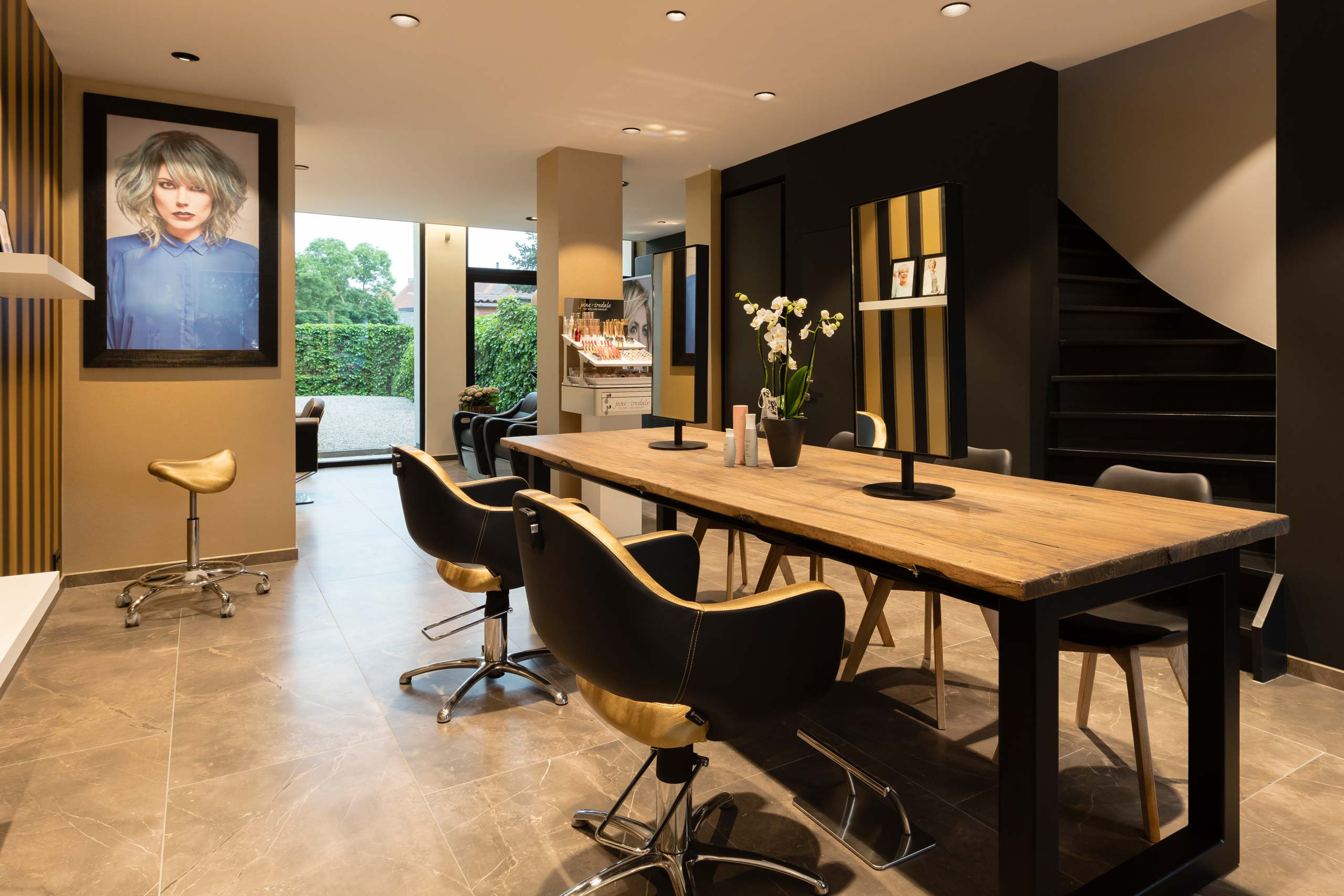 Hair more by karine uvijn salon for Kappers interieur